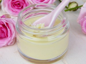 How to Make a Hydrating Face Cream with Hyaluronic Acid and Aloe Vera ..
